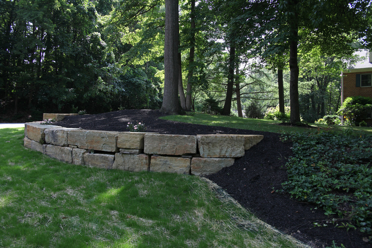 Indian Run Landscaping 187 Natural Boulder Retaining Wall